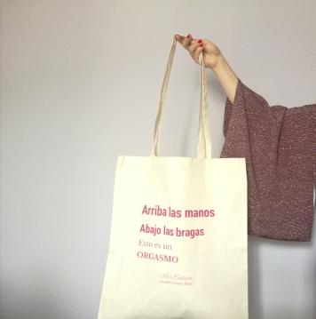 Arriba las manos abajo las bragas esta es tu mejor bolsa