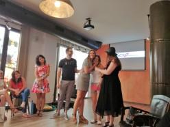 Verónica Vivero recibe su premio a la blogera más sexy